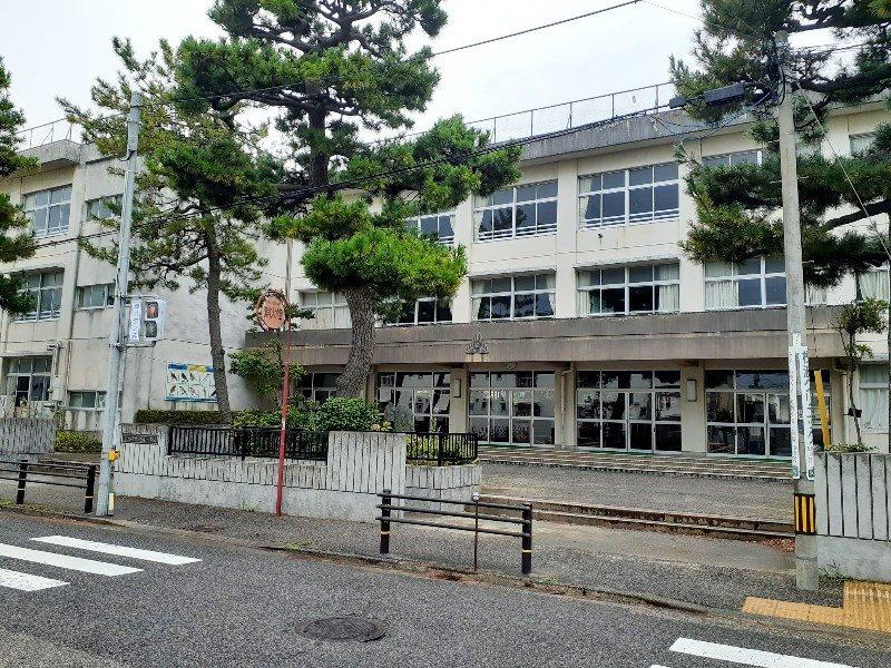 浜浦小学校まで約780m