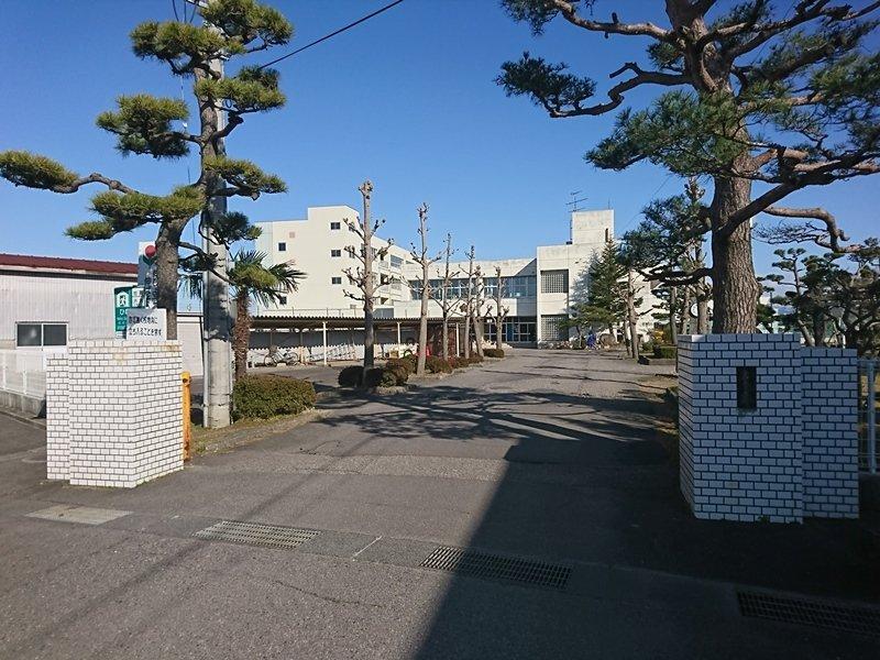 亀田中学校まで約1230m