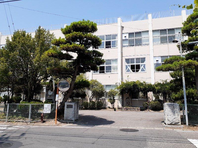 黒埼中学校まで約990m