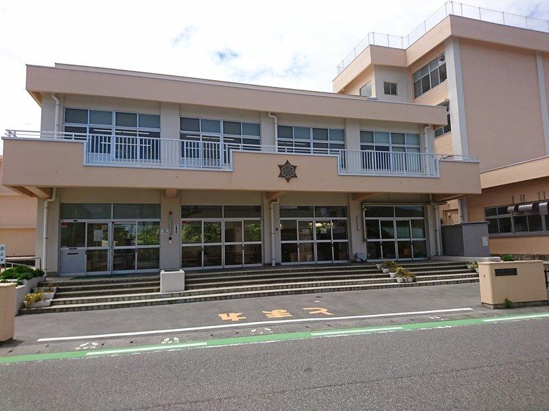 山潟小学校まで約890m