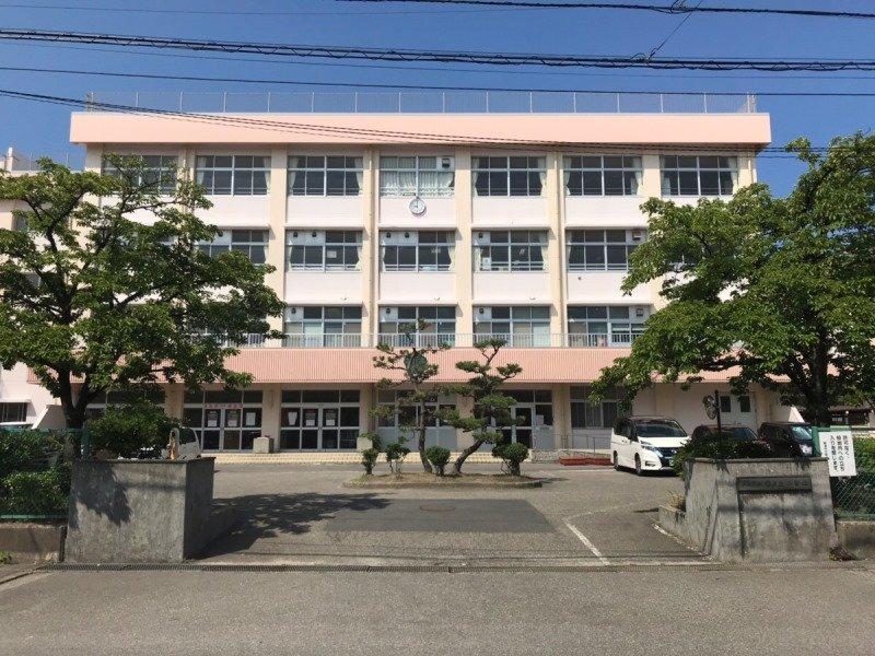 桜が丘小学校まで約690m